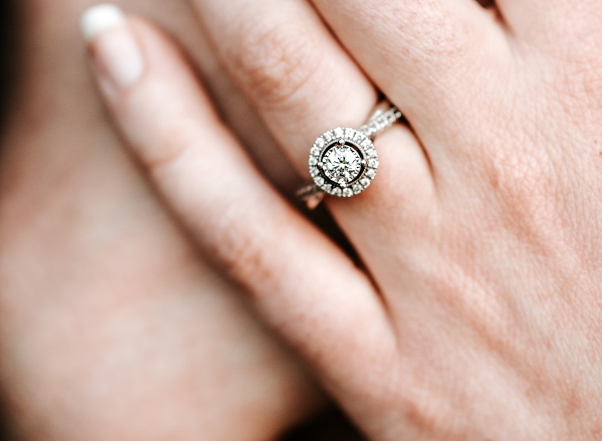 What Are Some Of The Simple Tips To Pick The Right Engagement Diamond Ring